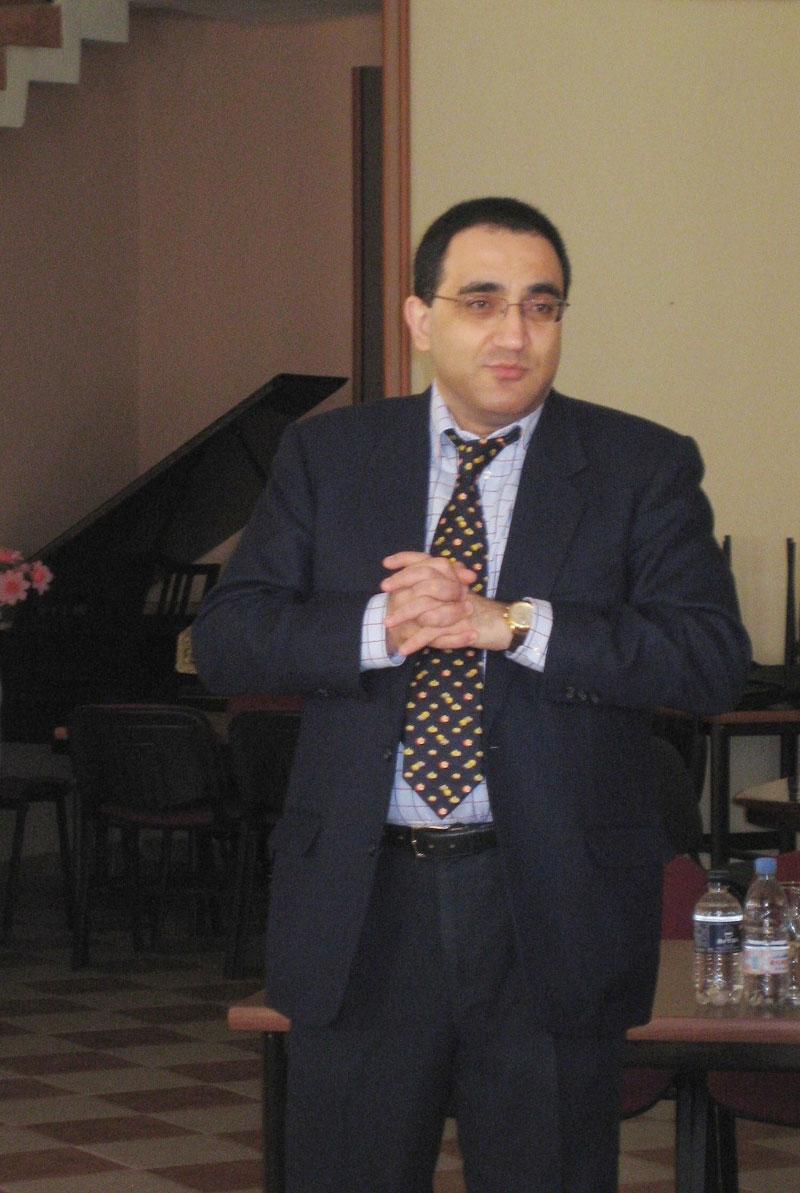 Ректор Российско-Армянского (Славянского) университета А.Р. Дарбинян выступает на открытии конференции
