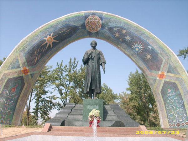 Памятник А. Рудаки – основоположнику таджикско-персидской классической литературы