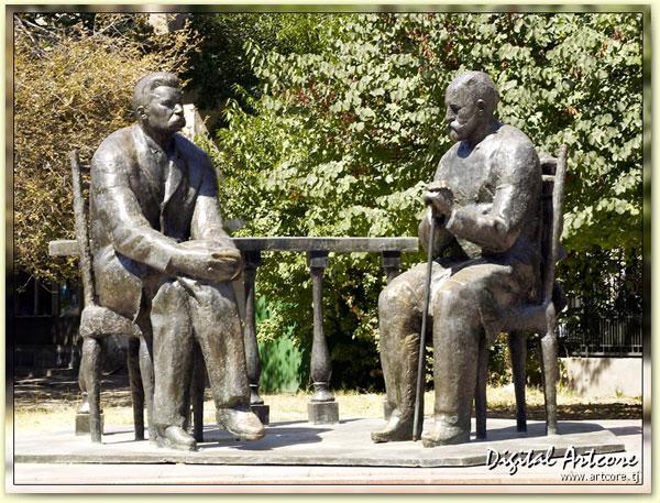 Памятник М. Горькому и С. Айни