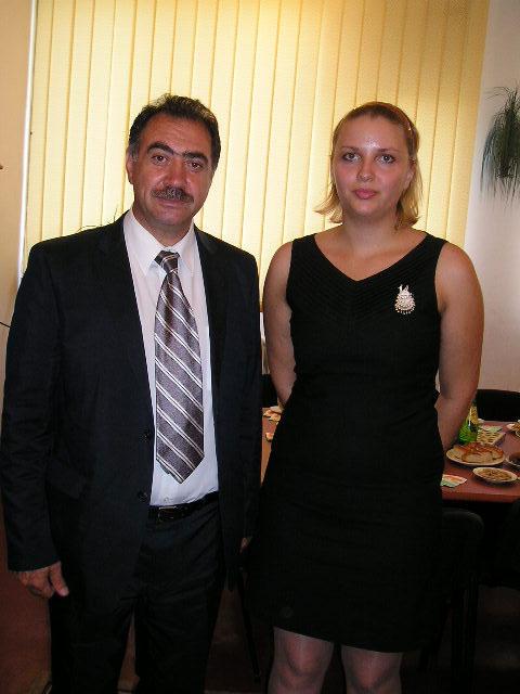 Первый секретарь Посольства РФ в Республике Таджикистан Ф.Ш. Асадов и организатор выставки Е. Колаковская