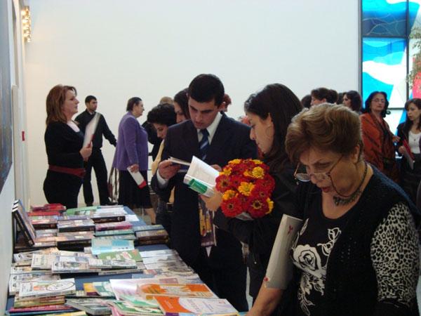 Среди посетителей выставки было много школьников и студентов