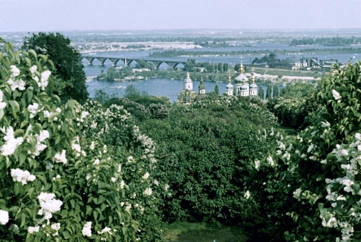 Зеленое ожерелье города связывает старинный ансамбль Киева с современным