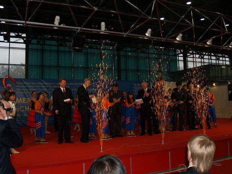 Фейерверк в честь открытия выставки